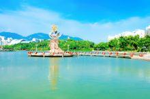 福州的机场在长乐,长乐是大福州区域一座漂亮的海滨城市。长乐市区也是一处可游览的地方,如城区的长山湖公