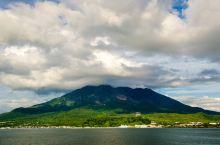 樱岛位于日本九州鹿儿岛县,是鹿儿岛的象征代表,是一座活火山,至今火山活动仍十分活跃。樱岛火山是由北岳