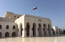 阿曼首都马斯喀特,歌剧院、大教堂、皇宫城堡是主要旅游景点