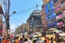 在加德满都的旧城区,有一座著名的古迹,名为:博达哈大佛塔,是世界上最大的大白塔。博达哈大佛塔坐落于加