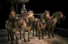 秦陵铜车马展厅,这里有被誉为青铜之冠的著名的秦皇陵出土文物:铜车马