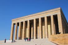 土耳其国父陵位于首都安卡拉,据说是最值得一去的地方。这个就是国父纪念陵寝,其地位正如中山陵。这个建筑