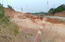 即将消失的村庄!随着国家高速公路的快速建设,一个古老的村庄正在挖掘机的蚕食鲸吞中慢慢失去!以此立照,