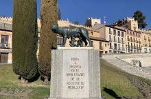 老城塞哥维亚,保留了古罗马人修建的输水道,至今可以使用,老城边缘的城堡为白雪公主城堡的原型