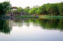 安丘青云湖游乐园是山东省功能最全的游乐园,集水岸、水上、岛屿游乐场于一体的大型游乐园,在这里各种游乐