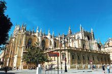 除圣彼得大教堂和米兰大教堂,世界第三大教堂,里边还安葬着哥伦布。同样,有着安达卢西亚的欧洲+伊斯兰的