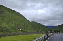 #你好新都桥#    今日  气温14~23°C    空气指数优22  轻骑联袂照浅溪,薄云疏雨不