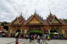 2.西双版纳勐泐大佛寺属于南传佛教,建筑风格与北方佛教完全不同,具有浓郁的傣族风格,和泰国寺庙没有区