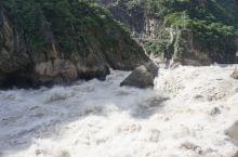 咆哮着的虎跳峡 虎跳峡是金沙江(长江)上的第一大峡谷,更是全球著名的大峡谷,分为上虎跳、中虎跳、下虎