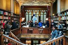 葡萄牙哈利波特诞生的最美书店‖莱罗书店  莱罗书店Livraria Lello是葡萄牙最古老的书店之