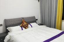 本民宿环境优美,安静, 舒适 客房布置精简,设施齐全,分格独特,是你理想的旅行住所。近南沙景区8分钟