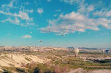 全世界最著名的热气球就在这里,所以这是必耍项目,通常住的地方就可以预订,价格都差不多,不过这种看天吃