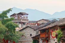 黄姚古镇位于广西贺州昭平县东北部,属喀斯特地貌。自然景观亭台楼阁等多为明清建筑。