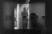 """观展有感 """"我一直不愿放弃摄影本身所拥有的光影语言以及呈现出来的肌理元素,这是摄影的独特语言,也是区"""