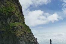 冰岛的黑沙滩,往黑沙滩的一路上风大雨大,到了黑沙滩天空放晴了,刚离开时雨又飘过来了。好幸运啊。