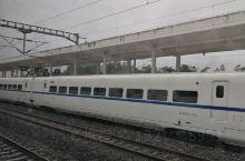 坐上高铁去旅行,感受一路上的风景,让你有足够的时间去发呆