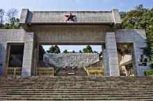 鄂豫皖苏区首府革命博物馆是河南省规模最大的县级革命博物馆,坐落在秀丽的山城新县东南,依山傍水,仿古式