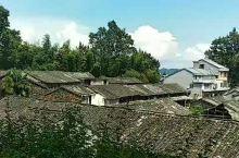 磐安乌石村的秋天 秋日晴空,快乐明净, 让心在静怡中安然洒脱, 在风轻云淡中过随遇而安的生活, 便是