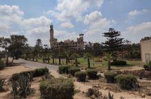 埃及末代国王法鲁克的行宫,位于亚历山大港东端一个广大的风景区中,包括一座博物馆、海滩浴场以及餐厅,蒙