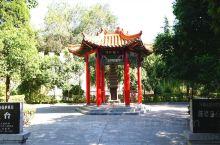 淇县因临淇河而得此名。古称沬乡、沬邑、朝歌、雅歌、临淇、卫州、淇州等,先后作殷商末期四代帝都和西周时