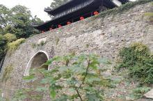 神策门是明城墙十三城门之一,目前仅存的四个城门之一,属保存最完好的城门,原属军事禁地,故知名度不如中