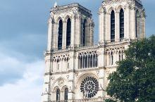 是巴黎呀~ 虽然巴黎圣母院进不去,但外观还是可以看看的~ 如何新意的巴黎铁塔合影?与蒙娜丽莎合影?