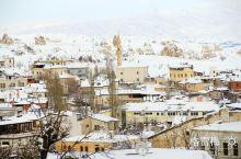 坐落在安塔托利亚高原的卡帕地区冬天温度一般零下十几二十度。这里以奇异的外星般的地貌著称,是世界文化与