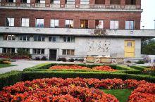 这个是奥斯陆歌剧院,挪威首都。