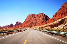 独库公路南段 库车段  库车是南疆北部最具维吾尔民族特色的县 也是独库公路上风光最美最多样的县 比尼
