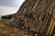 古力脑包,这个名字好奇特。它就位于上篇讲的火山群不远处。 这个景观,跟贝尔法斯特的巨人堤出奇的相似,