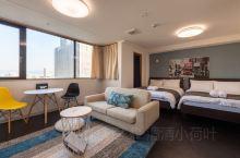 大阪机场直达市区,心斋桥商圈附近好民宿分享。民宿名称叫:心斋桥商圈上本町舒适公寓,房间35平米的大小