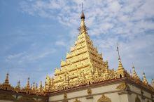 缅甸果然还残留有很多男尊女卑的地方,比如这个佛塔就不容许女性为佛像贴金,还好还能允许女性进入,反正我