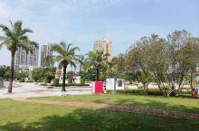 不一样的文化广场  在广东省茂名市,有许许多多的广场和公园,这些都体现了茂名市的人性化城市建设。文化