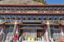 映西铜川的香山寺在香山山顶上,要门票,进入香山风景区后,要坐风景区的专用车才能到山顶,每人10元单程