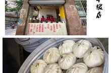 在梧州,我们来到了一个粮店,大家听到这个名字可能会觉得它是卖粮食的,像超市一样,但为什么梧州的粮店都