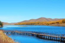 神龙潭是塞罕坝草原森林风景区内的著名景点之一,这是一汪净水,四周群山环绕,草木葱茏,置身于清澈见底的