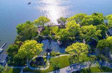 乘船入户!水畔秋色里的十里芳菲,一房一景将四季变为私藏。  何为十里芳菲? 因为: 从第一个房子走到