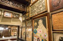 蜗牛餐厅 Los Caracoles 一家百年的中世纪餐馆,Caracoles是蜗牛的意思,所以也叫