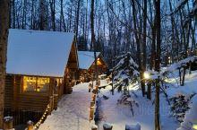 北海道精灵露台,白雪覆盖,让人感觉身在童话世界,森之时计咖啡屋就隐藏在最深处,你进屋子里都摆放有特色