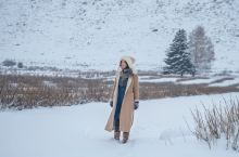 【零下二十度,飘着雪航拍额尔齐斯大峡谷】在额尔齐斯大峡谷里还有一处平凡的温暖。如果不知道,很可能坐在