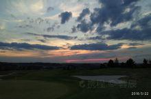 东欧六国游  捷克  皮尔森 结束了一天的旅游,旅游车把我们拉进了一处带有高尔夫球场的旅馆,由于地处