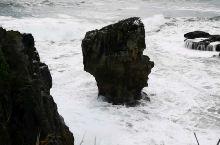 新西兰南岛西海岸千层岩公园,奇形怪状的岩石矗立在塔斯曼海上,听着美妙的来自天然的用不休止的交响乐。我