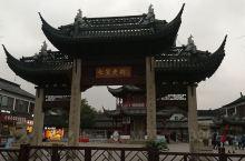 七宝古镇,堪称大上海都市里难得一见的村庄,垂柳依依,小桥流水人家,垂涎欲滴的美食,厚重古老的文化,一