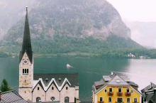 奥地利最美小镇-哈尔施塔特,也是宫崎骏作品《哈尔的移动城堡》里的原型,小镇仙气缭绕,镇上的房子精致而