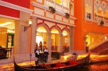 """飞马水城以""""飞马水城酒店""""为中轴,把整个水城划为两大部分,酒店以威尼斯水城为蓝本,水上的游玩项目是叫"""
