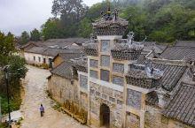 未升发的古村落       河南的新县  的大别山深处有个毛铺大湾,汉潢古道从村边穿过,村内保存完整