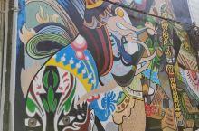 铜陵老城内随处可见的壁画,让人留恋童年的美好,尤其是一组关公为主题的漫画,更是生动有趣,原来在国内,