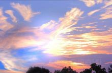 北海涠洲岛的云朵之美,形状变幻多异,日出日落之美也美仑美奂,让人眼花之美。随意怎么拍也是一幅美美油画