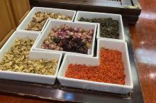 """中国茶在美国很受欢迎……玲琅满目花样繁多的中国茶往往令到""""老外""""摸不到头脑……  聪明的商家会举办讲"""