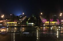 仁怀市中枢楠竹林公园,白天和晚上的景色各有差异,美如画。平时人比较多,跳广场舞,逛公园的,特别热闹。